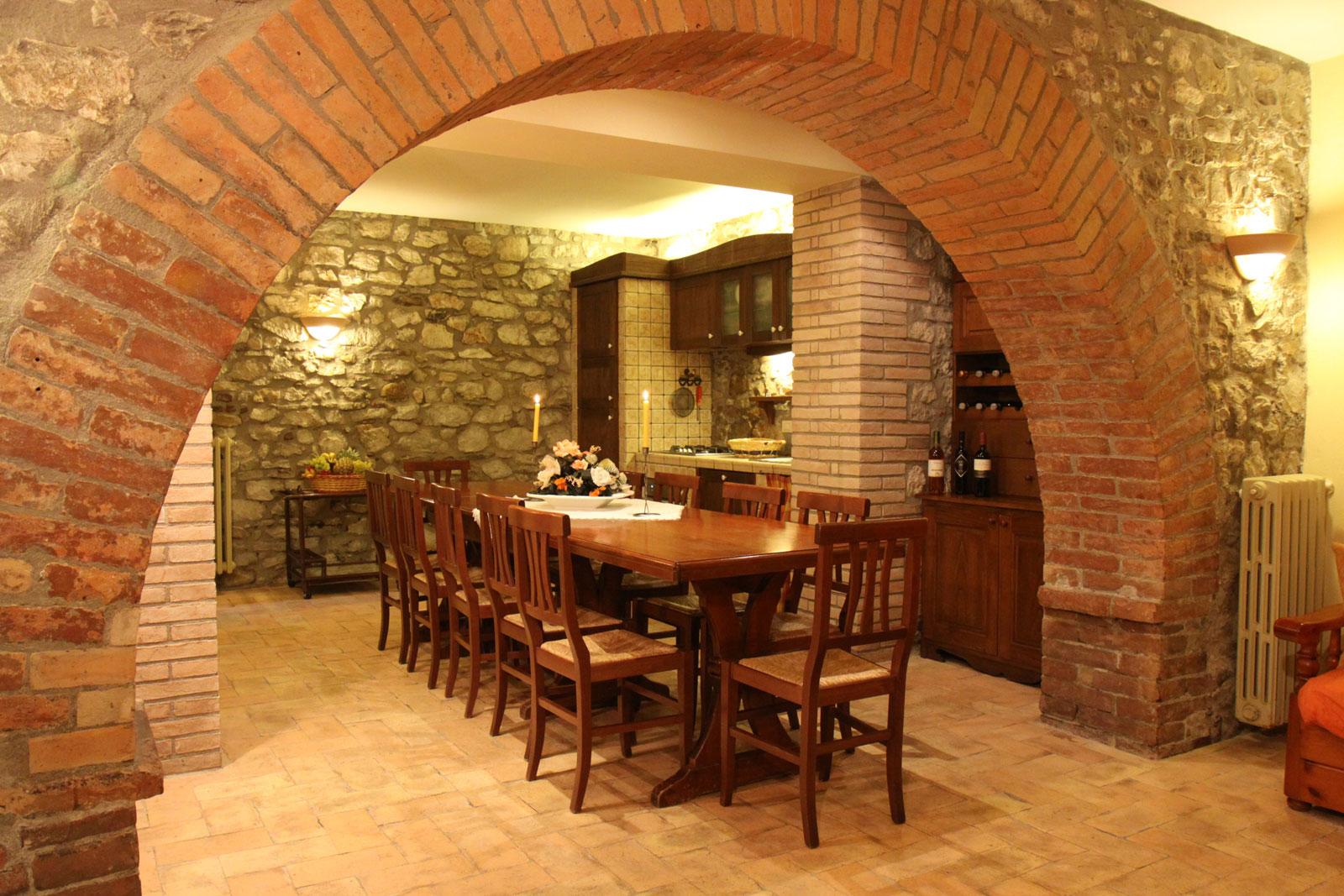 Arredamento taverna rustica with arredare una taverna - Cucina per taverna ...